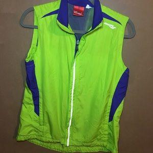 Saocony windbreaker women's vest size M